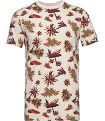 crewneck tee with seasonal all-over print t-shirts short-sleeved creme scotch & soda