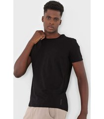 camiseta calvin klein jeans essential preta