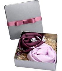 conjunto presente lenço floral e liso vinho