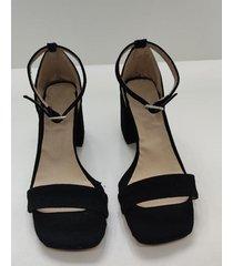 sandalia  negra  diventa carino  paz