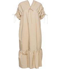 mironia knälång klänning beige by malene birger
