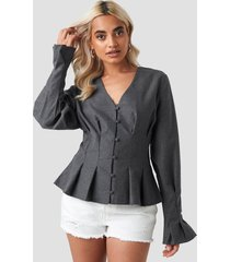 na-kd trend button up balloon sleeve blouse - grey
