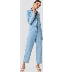 na-kd trend jumpsuit i denim med midjebälte - blue