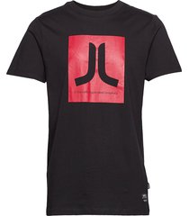 max icon t-shirt t-shirts short-sleeved svart wesc