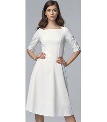 sukienka klasyczna midi