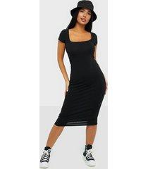 nly trend square neck tee dress fodralklänningar