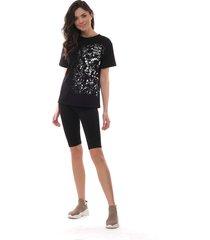 t-shirt z modnym nadrukiem w czarnym kolorze