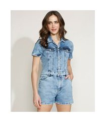 macaquinho jeans feminino equivoco marmorizado com botões e bolsos manga curta azul claro