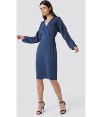 na-kd party dolman sleeve pleated dress - blue