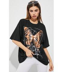 camiseta holgada con estampado de mariposas cuello