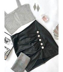falda de cuero sintético con diseño de envoltura de botón delantero plisado negro