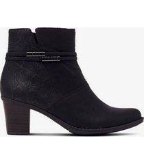 boots med präglat mönster