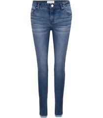 skinny jeans met rafels onderkant pjipen