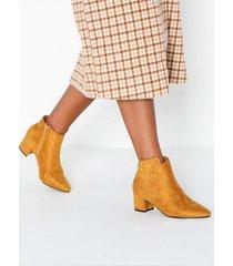 duffy assymetric boots heel