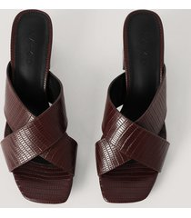 na-kd shoes mules-sandal med korsade band - brown