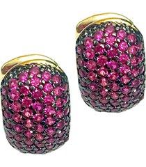 brinco kumbayá argola bombê semijoia banho de ouro 18k cravejado com zircônias rubi detalhe em ródio negro
