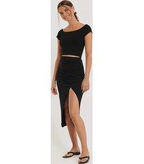 na-kd draperad kjol med sidoslits - black