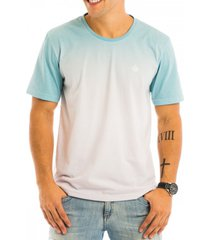 camiseta masculina degrad㪠av total sublimada com aplique termocolante frontal - area verde - multicolorido - masculino - dafiti