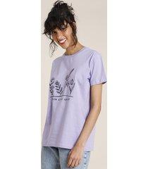 "t-shirt feminina mindset floral ""bloom with grace"" manga curta decote redondo lilás"
