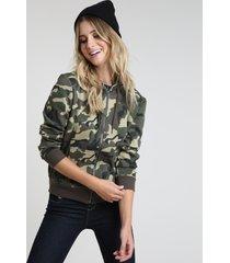 blusão feminino em moletom felpado estampado camuflado com capuz verde militar