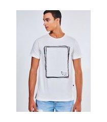camiseta estampada quadrado rabisco
