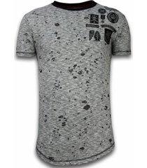 t-shirt korte mouw local fanatic longfit asymmetric embroidery - t-shirt patches - guerrilla -