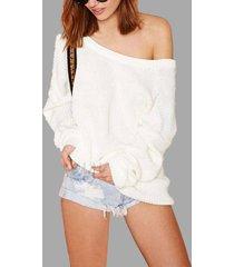 suéter blanco con cuello redondo y espalda en v
