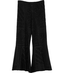 viki-and cropped pants