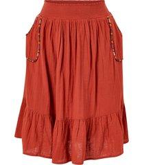 halvlång, utställd kjol med broderade detaljer