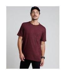 camiseta masculina com bolso manga curta gola careca vinho