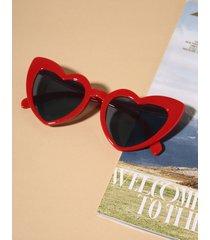 gafas de sol con montura de corazón