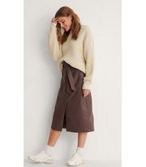 na-kd kjol med bälte - brown
