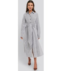 na-kd trend tie front shirt dress - multicolor