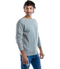 suéter gris para hombre