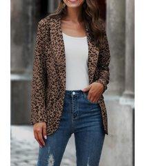 blazer con cuello chal y bolsillos laterales con estampado de leopardo