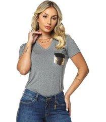 t-shirt daniela cristina gola v 05 602dc10288 cinza pp - feminino