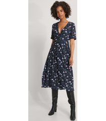 na-kd v-ringad klänning med blommigt tryck - multicolor