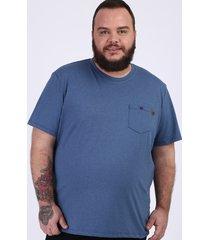 camiseta masculina plus size com bolso manga curta gola careca azul marinho