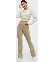 nly trend cord show pants byxor