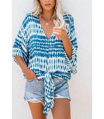 blusa de manga corta con cuello en v y estampado geométrico azul
