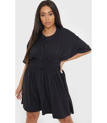 vestido missguided plus size ruched waist ss t s negro - calce holgado