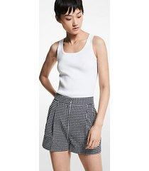 mk shorts con pieghe in misto cotone a quadri - mdntbl/wht - michael kors
