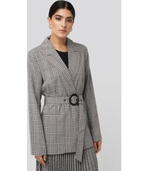 na-kd classic plaid buckle belted blazer - grey
