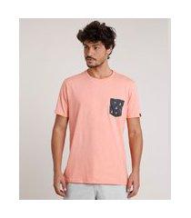 camiseta masculina com bolso estampado de barcos manga curta gola careca coral