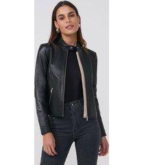 amaro feminino jaqueta couro pelica essential, preto