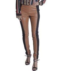 calça skinny miss joy leather caramelo