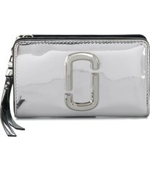 marc jacobs the snapshot mirrored compact wallet - silver