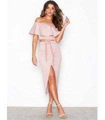 nly one wrap over skirt midikjolar ljus rosa