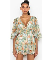 akira lost in this floral romper