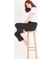 jeansy z rozszerzaną nogawką